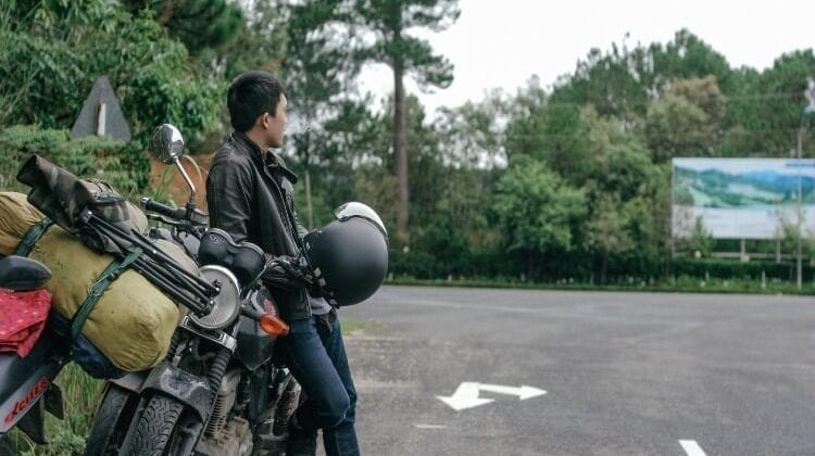 How Should Motorcycle Leathers Fit: Quick Tips